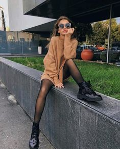 How to wear a sweater dress: 6 cool outfit ideas .- Wie man ein Pulloverkleid trägt: 6 coole Outfit-Ideen # Ideas … – Sommer Mode Ideen How to wear a sweater dress: 6 cool outfit ideas # Ideas …, - Look Fashion, Autumn Fashion, Fashion Outfits, Womens Fashion, Dress Fashion, Fashion Ideas, Travel Outfits, Feminine Fashion, Fashion Trends
