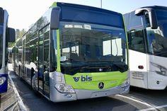 Zwei neue MB C2 K Hybrid für die Busland AG am 13.10.18 hinter dem Eurobus Zentrum in Bassersdorf abgestellt. Busse, Transporter, Bern, Public Transport, Coaches, Long Distance, Camper, Transportation, Trunks
