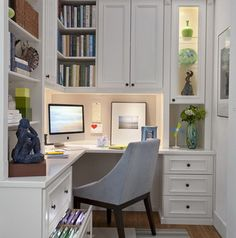 Designing and planning your home office configuration can be challenging. We have 26 workspace layout ideas that will help you organize your new or reorganized home office. Your home office plays a big role in your home. From paying your Home Office Layouts, Home Office Space, Home Office Design, Home Office Decor, House Design, Home Decor, Office Ideas, Office Designs, Bedroom Office
