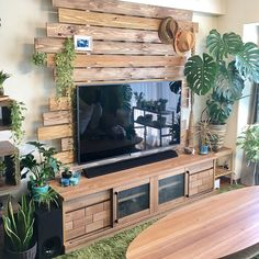 40 best rustic tv wall decor idea for living room design 48 - Wedding Inspire Pallet Wall Decor, Tv Wall Decor, Diy Pallet Furniture, Furniture Design, Room Decor, Wall Décor, Living Room Tv, Beautiful Living Rooms, Living Room Designs