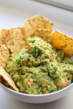 Everyone loves Guacamole, especially this classic, fail-proof Guacamole Recipe! Perfect for any party and always a winner. Make this basic guac recipe with avocados and lime juice and add in any extras you like! Authentic Guacamole Recipe, Best Guacamole Recipe, Avocado Recipes, Homemade Guacamole Easy, Endive Recipes, Low Calorie Recipes, Healthy Recipes, Appetizer Recipes, Appetizers
