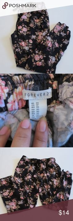 Forever 21 Floral Harem Pants Preowned floral joggers from Forever 21 In decent condition Size Extra small They are shaped like joggers or harem pants, but fit like tight pants. All reasonable offers considered :) Forever 21 Pants Track Pants & Joggers