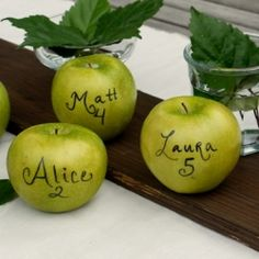 A sweet end-of-summer of autumn idea: green apples as escort/place cards.