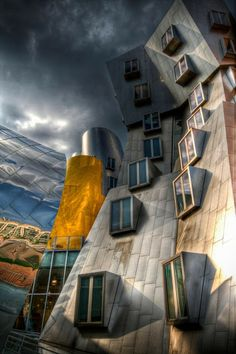 MIT Stata Center by Frank Gehry - Architecture Beautiful Architecture, Contemporary Architecture, Art And Architecture, Architecture Details, Unusual Buildings, Interesting Buildings, Amazing Buildings, Frank Gehry, Ouvrages D'art