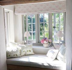 Bay Window Ideas Blending Functionality with Modern Interior Design Cosy Corner, Cozy Nook, Cottage Living, Home And Living, Cottage Windows, Bay Window, Window Seats, Room Window, Window Sill