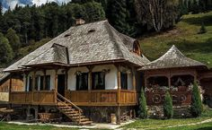 Traditional house from Bucovin, Romania Beautiful Buildings, Beautiful Homes, Beautiful Places, Visit Romania, Little Paris, Cabin Homes, Traditional House, Design Case, Country Life