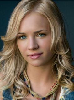 BRITT ROBERTSON CAST IN TOMORROWLAND