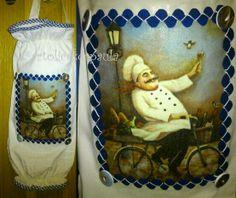 Puxa-saco em linho com decoupage de guardanapo, fita grega aplicada com fio de algodão e botões forrados com parte do mesmo guardanapo.