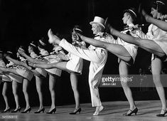 Dietrich Marlene Actress Germany * performing in a row with other dancers in the Theatre de L'Etoile in Paris 1959 Vintage property of ullstein bild