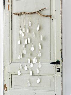 Diy raindrop mobile.... Would look really cool painted water coloured ombréd…
