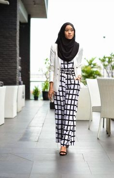 Like her Muslimah fashion & Hijab Style Hijab Casual, Hijab Chic, Hijab Outfit, Modest Wear, Modest Dresses, Modest Outfits, Modest Fashion, Stylish Outfits, Hijab Fashion Inspiration