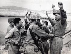 미군에게 조사받는 북한군 포로들…기록으로 보는 인천상륙작전과 서울수복 - 1등 인터넷뉴스 조선닷컴 - IssuePhoto