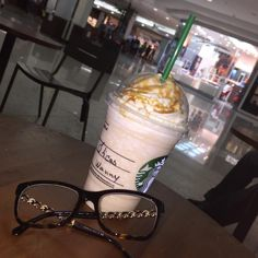 Nada melhor que um Frapuccino para começar bem o dia! #oculos #chanel #grau #frape #starbucks #modasolar #oticaswanny #sunglasses #shop #life