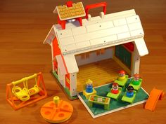 FISHER PRICE LITTLE PEOPLE FAMILY PLAY SCHOOL
