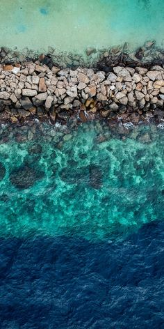 Drone photography of ocean beach Nature Iphone Wallpaper, Ocean Wallpaper, Aesthetic Iphone Wallpaper, Phone Backgrounds, Aesthetic Wallpapers, Phone Wallpapers, Green Wallpaper Phone, Nice Wallpapers, Strand Wallpaper