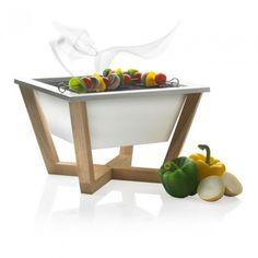 Nido is een koolstof-stalen barbecue voor de bereiding van uw maaltijd op zwoele zomerdagen. Dankzij de vierkante vorm is er extra gril oppervlak om etenswaren precies volgens uw eigen smaak te garen. Geregistreerd ontwerp®