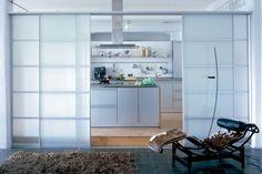schiebetüren-milchglas-küche-verstecken-raumlösungen