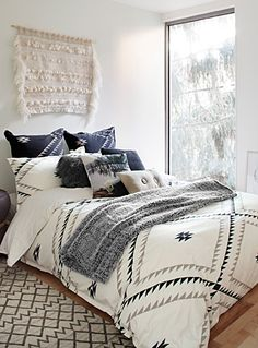 """Linen House at Simons Maison.  Add a chic chalet touch with this refined and elegant take on the Santa Fe trend. Print pattern on washed 100% cotton with a soft texture.  Zip closure.  Square European pillow sham also available.      The set includes:   Twin: 1 duvet cover 66"""" x 90"""", 1 pillow sham 20"""" x 26""""  Double: 1 duvet cover 84"""" x 90"""", 2 pillow shams 20"""" x 26""""  Queen: 1 duvet cover 90"""" x 95"""", 2 pillow shams 20"""" x 29""""  King: 1 d..."""