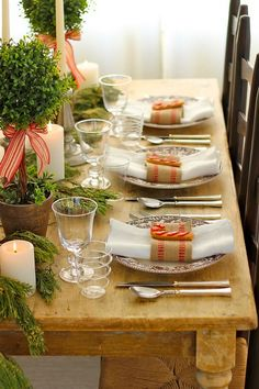 20 Elegant Christmas Table Decorating Ideas for 2013 via My Home Decor. #laylagrayce #entertaining #holiday