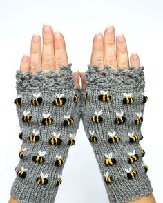 Gloves With Bees, Gray Hand Knitted Fingerless Gloves, Polka Dot Pattern With Bee, Embroidery, For H Handschuhe mit Bienen grau handgestrickte fingerlose Handschuhe Polka Knitting Accessories, Winter Accessories, Handmade Accessories, Fingerless Gloves Knitted, Crochet Gloves, Love Knitting, Hand Knitting, Knitting Patterns, Knitting Ideas