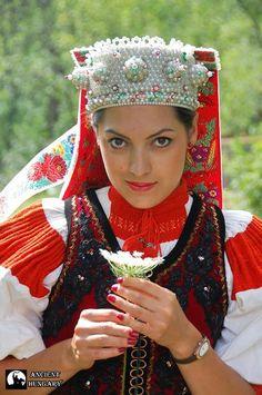 Magyar népviseletek - Kalotaszegi viselet - Erdély Traditional costume from Kalotaszeg, Transsylvania