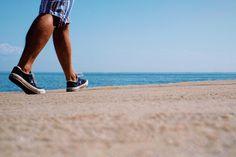 Según diversos estudios, caminar ayuda, entre otros beneficios, a reducir el riesgo de enfermedades cardiovasculares, diabetes, alzhéimer y determinados tipos de cáncer