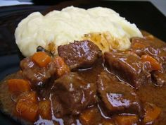 779 Guinness, Meat Recipes, Mashed Potatoes, Food And Drink, Beef, Baking, Ethnic Recipes, Restaurant, Foods