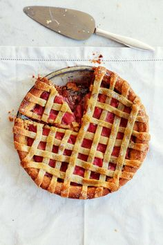 Our sweet rhubarb, vanilla and almond lattice tart – made with almond pastry – is a guaranteed fantastic finale to any meal. Rhubarb Recipes, Tart Recipes, Dessert Recipes, Summer Cake Recipes, Summer Cakes, Rhubarb Tart, Almond Pastry, Delicious Desserts, Yummy Food