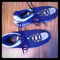 Nike Airmax Tailwind men's tennis shoes Gently used men's tennis shoes. Minimal signs of wear. These were used for training for mini-marathon and only worn indoors. Very little tread wear. Nike Shoes Athletic Shoes