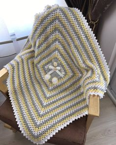 Crotchet Blanket, Crochet Cardigan Pattern, Manta Crochet, Crochet Baby, Baby E, Baby Knitting Patterns, Crochet Stitches, I Am Awesome, Receiving Blankets