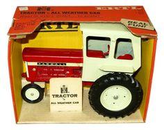 1/16 Vintage IH n All Weather Cab Tractor