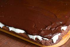 Prajitura Bounty - CAIETUL CU RETETE Food Cakes, Cake Recipes, Caramel, Deserts, Fine Dining, Cakes, Sticky Toffee, Candy, Easy Cake Recipes