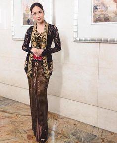 Kebaya Modern Dress, Kebaya Dress, Blouse Dress, Kebaya Jawa, Kebaya Wedding, Traditional Gowns, Traditional Clothes, Kebaya Brokat, Model Kebaya