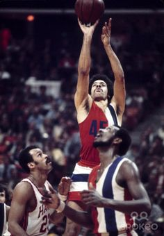 Baltimore Bullets guard Phil Chenier (45) in action against the Atlanta Hawks during the 1972-73 season at The Omni.