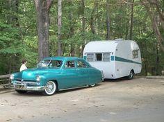 "Image: ""Canned ham"" trailer with Mercury (© Al Hesselbart/RV/MH Hall of Fame and Museum) Trailers Vintage, Vintage Rv, Vintage Caravans, Vintage Vans, Vintage Style, Retro Caravan, Camper Caravan, Shasta Camper, Camper Van"