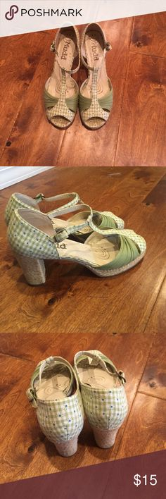 T-Strap Women's Platform Shoes EUC Mudd open-toe, t-strap sandals with 3 inch heels. Smoke-free home. Mudd Shoes Platforms