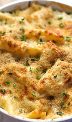 Garlic Parmesan Chicken Lasagna Bake - a quick layered casserole-style recipe with simple ingredients and YUMMY garlic parm flavor. (Not tried this one yet, but it sure does look/sound YUMMY! Turkey Recipes, Chicken Recipes, Dinner Recipes, Lasagna Recipes, Recipe Chicken, Dinner Ideas, I Love Food, Good Food, Yummy Food