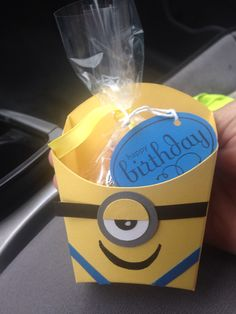 Minion fry box Minions, Minion Card, Minion Treats, Hamburger Box, Candy Boxes, Candy Containers, Gift Boxes, Fry Box, Bag Toppers