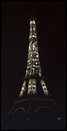 Publicité Citroën sur la Tour Eiffel pour l'exposition de Paris de 1925