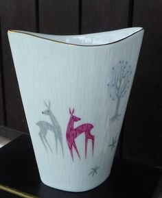 """Arte, livros e velharias: Porcelana alemã alusiva à época - """".... uma produção dos anos 50 com uma decoração muito leve, um cromatismo muito contido de rosas e cinzentos  que eu acho de muito bom gosto."""""""