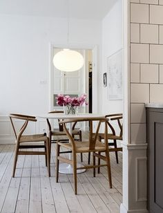 7 Beaming Clever Ideas: Natural Home Decor Inspiration Interior Design natural home decor rustic decoration.All Natural Home Decor Window all natural home decor.All Natural Home Decor Woods. Dining Room Inspiration, Interior Inspiration, Mesa Tulip, Tulip Table, Natural Home Decor, Scandinavian Home, Scandinavian Apartment, Wishbone Chair, Table And Chairs