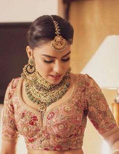 Hairstyles wedding indian bridal lehenga 55 ideas for 2019 wedding hairstyles 806144402029668592 Bridal Anarkali Suits, Indian Bridal Lehenga, Indian Bridal Outfits, Indian Bridal Fashion, Pakistani Bridal, Bridal Dresses, Indian Bridal Hair, Indian Bridal Jewelry, Wedding Lehnga