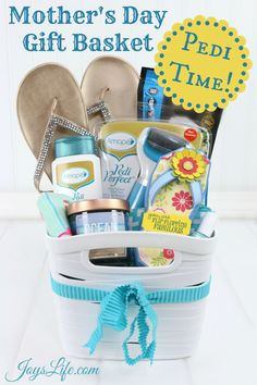 Here's a flip flop fabulous pedicure gift basket that's perfect for Mother's Day! That cute flip flo Mothers Day Baskets, Unique Mothers Day Gifts, Mothers Day Presents, Simple Gifts, Mother Day Gifts, Summer Gift Baskets, Mother's Day Gift Baskets, Boyfriend Gift Basket, Boyfriend Gifts