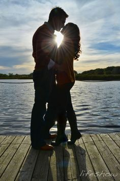 Engagement Pictures Luv it ' gonna take this pic on our next fishing trip to southern! Couple Photography, Engagement Photography, Photography Poses, Wedding Photography, Friend Photography, Maternity Photography, Photo Couple, Couple Shoot, Engagement Couple
