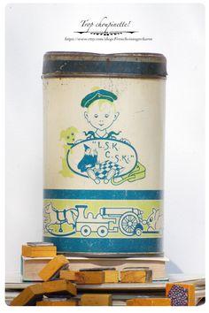 French charming metal box Vermicelle par Frenchvintagecharm sur Etsy #Vintage#Etsy#Brocante#Flea market#Frenchvintagecharm#Storage#Tin box#Gold#or#Antic#retro#boîte métal#mint green#emerald green#vert