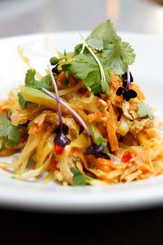 Thai-Hühnchen-Salat mit Weißkohl und Koriander