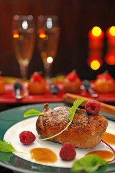 Macarons, Christmas Brunch, Christmas Ideas, Elegant Dinner Party, Dessert For Dinner, Salmon Burgers, Baked Potato, Hamburger, Cooking