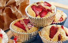 Pop these Strawberry Bran Muffins into the kids' school lunchboxes or take them to work for healthy food that tastes great too. Quick Healthy Snacks, Healthy Meals For Kids, Quick Easy Meals, Healthy Food, Donut Recipes, Muffin Recipes, Cooking Recipes, Just Desserts, Delicious Desserts