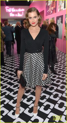 Allison Williams in Diane Von Furstenberg