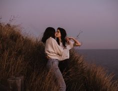 Gorgeous LGBT shoot at the beach — Wedding Photographer in Barcelona and Europe Cute Lesbian Couples, Lesbian Love, Cute Couples Goals, Couple Goals, Gay Aesthetic, Couple Aesthetic, Cute Relationships, Relationship Goals, Below Her Mouth